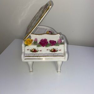 ROYAL ALBERT| Old Country Roses, Piano Music Box